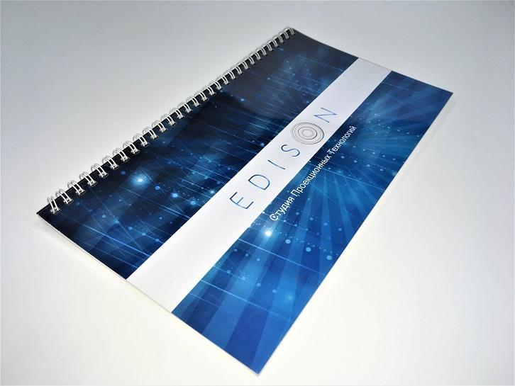 Презентация формата А4, брошюровка на пружину по верхней стороне. Печать цифровая, мелованная.