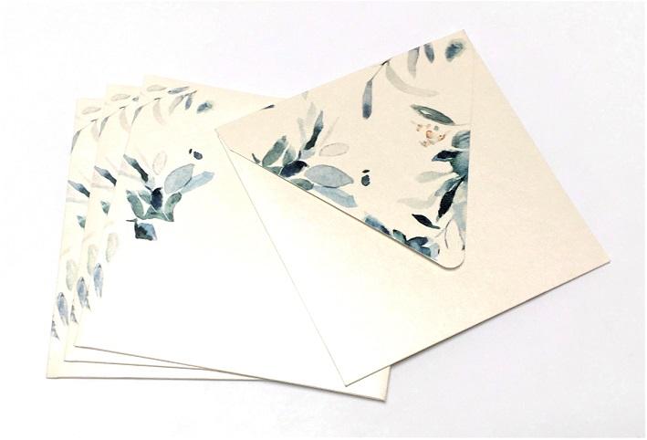 Свадебные конверты под приглашения на дизйнерской бумаге Majestic . Треугольный клапан с печатью.