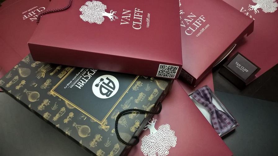 Пакет-коробка для магазина мужской одежды